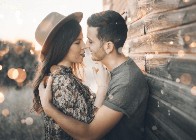 Как научиться целоваться с девушкой?