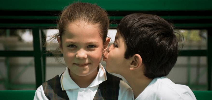 Как поцеловать девушку в щечку