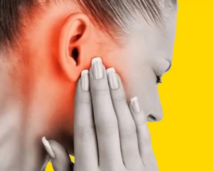 чому горить праве вухо