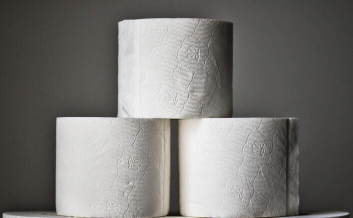 Зачем люди скупают туалетную бумагу