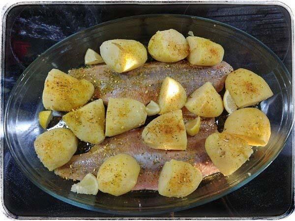 Чим хороша риба і як її їдять? Горбуша з запеченою картоплею – дуже смачно